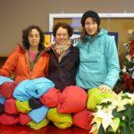 Arc'teryx-Mitarbeiter nähen Gore-Tex Capes für Obdachlose