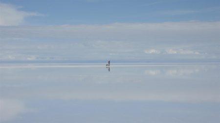 Zu Fuß durch den größten Salzsee der Welt